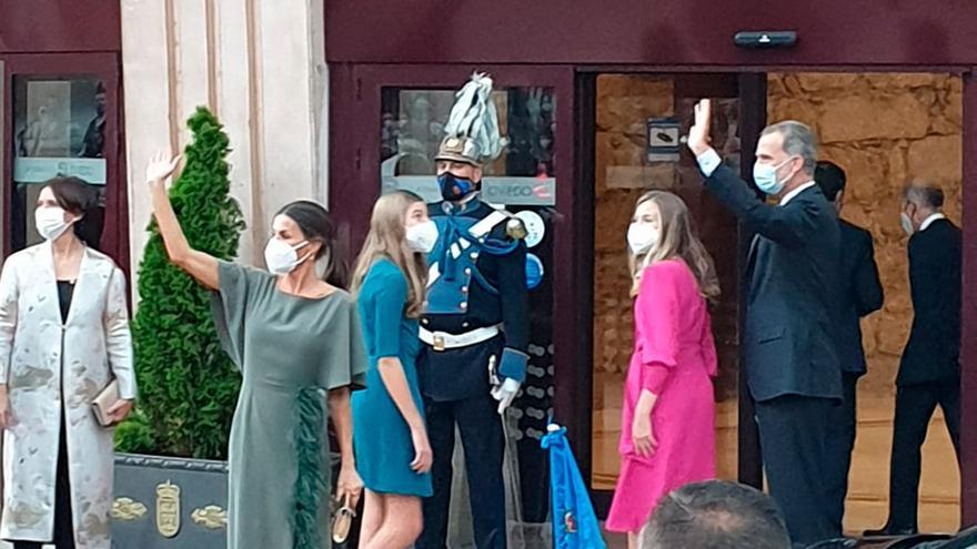 Los Reyes y sus hijas presiden el tradicional concierto de los Premios Princesa en el Auditorio de Oviedo