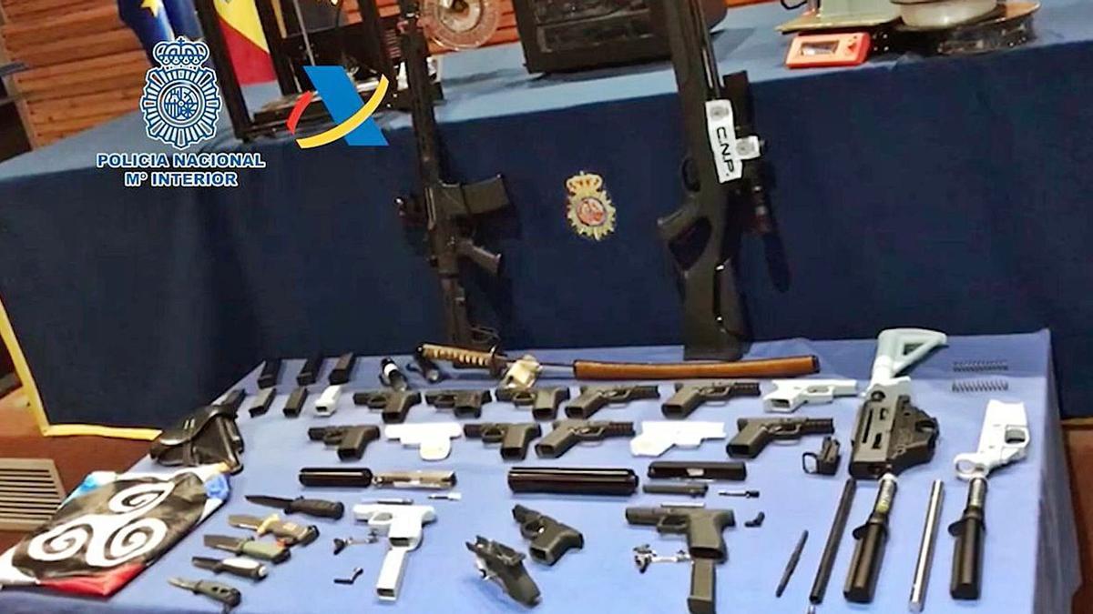 Parte del material que el Cuerpo Nacional de Policía y la Agencia Tributaria se incautaron en esta operación.