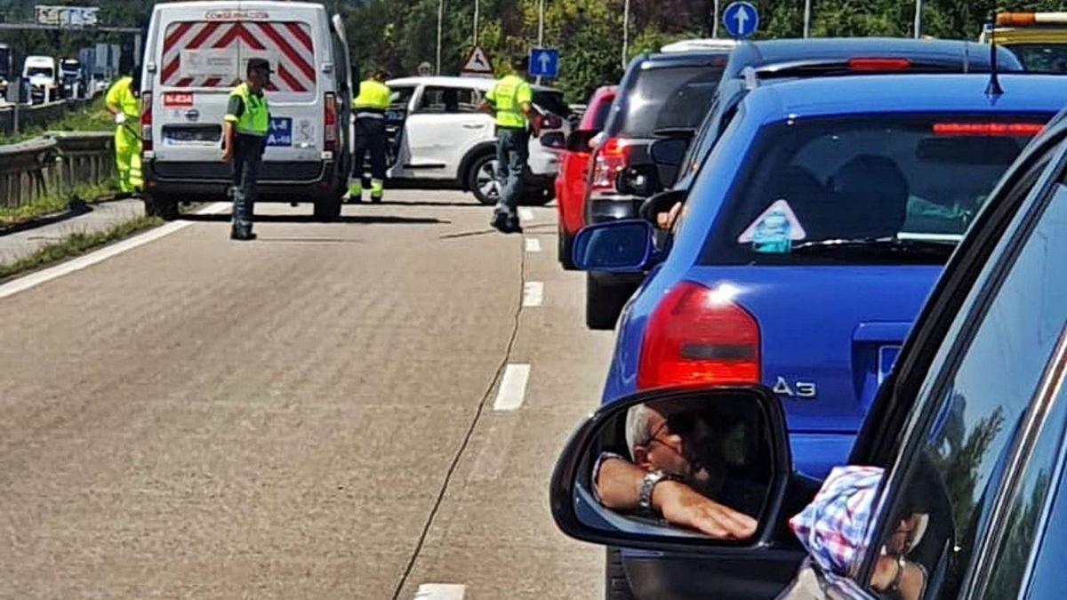 """Un accidente en la autopista """"Y"""", a la altura de la salida hacia Lugones, en una imagen de archivo"""