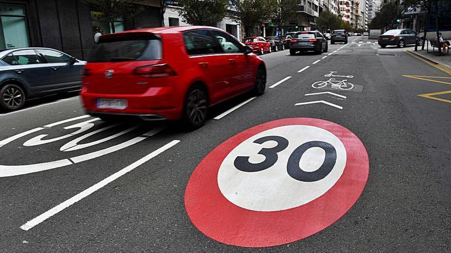 Mobilidade prevé que todas las calles del centro tengan, al menos, un carril de 30 km/h