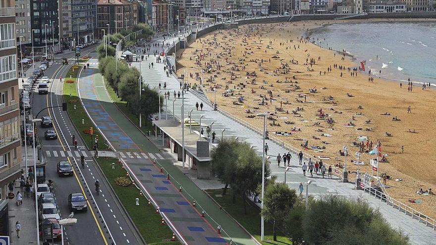Dos noches de hotel en Gijón por 900 euros: el turismo dispara los precios en Asturias