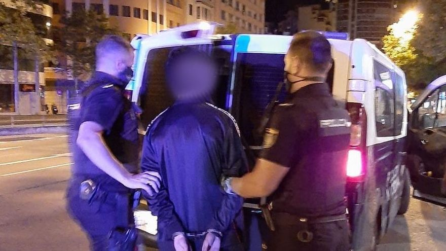 El joven detenido con una moto robada en las Avenidas.