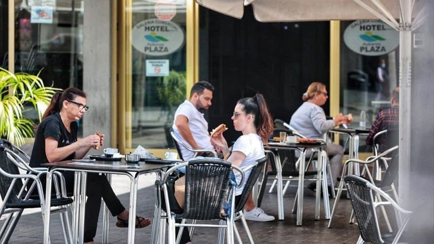 Canarias estudia retrasar hasta la una el toque de queda en bares y restaurantes y relajar restricciones