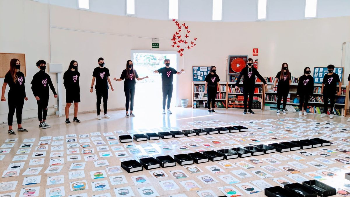 El IES Son Ferrer homenajea a las víctimas en un acto por el 25-N