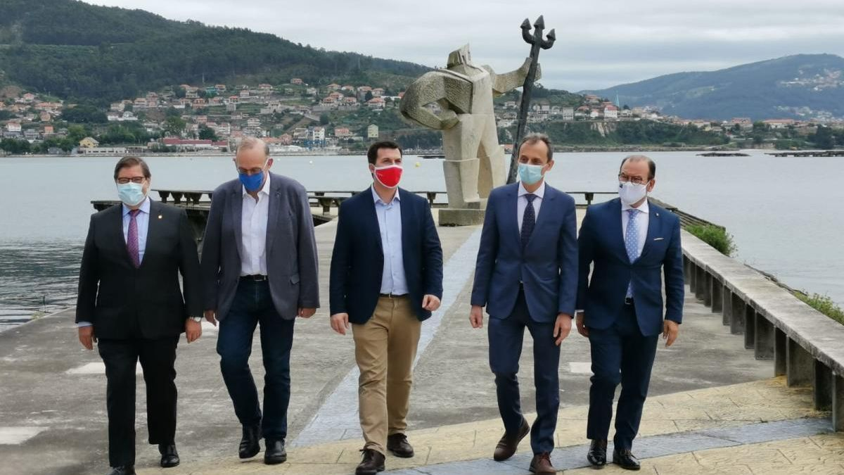 Pedro Duque (segundo dcha.) con Gonzalo Caballero (izda.) y los rectores Julio Abalde, Manuel Reigosa y Antonio López.// Santos Álvarez