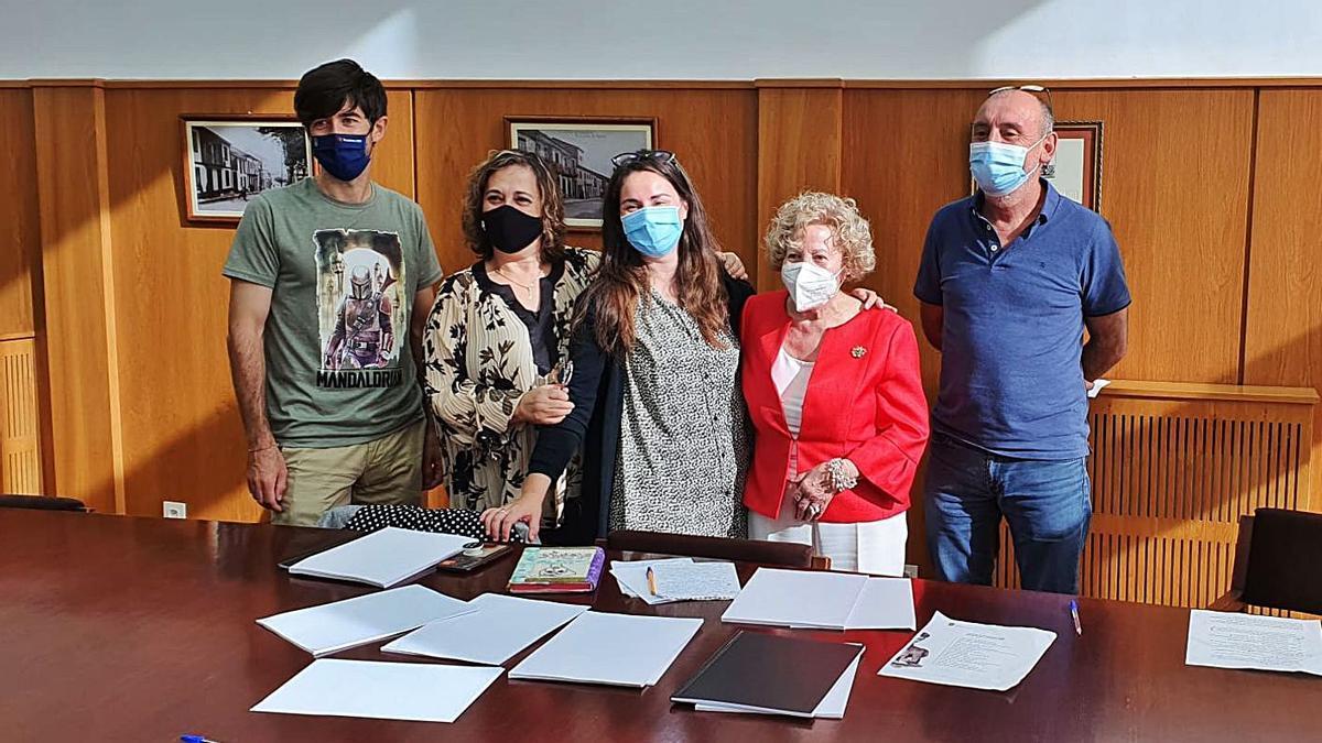 El jurado, formado por Esteban Folgar, Rosalía Morlán, Nieves Soutelo, Noni Araújo y Sindo Villamayor.