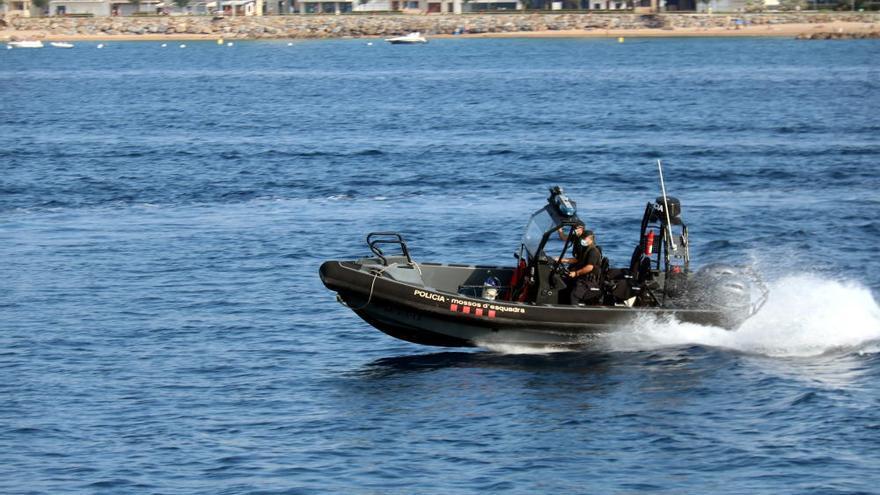 Els Mossos d'Esquadra comencen a patrullar al mar
