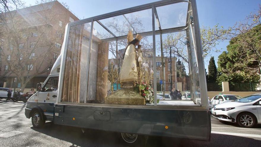 La Virgen de los Desamparados inicia su peregrinación de Fallas