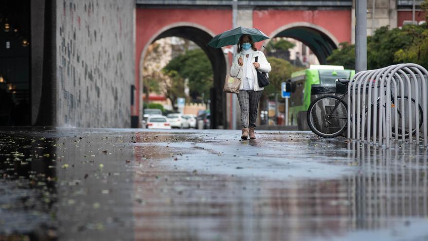 Canarias registra durante la noche vientos de más de 100 kilómetros, temperaturas bajo cero y lluvia