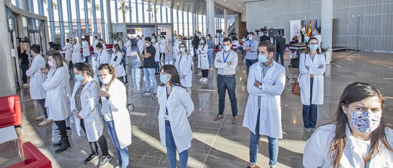 Protesta de trabajadores del hospital universitario ante el anuncio de reversión de la consellera Barceló hace ahora un año
