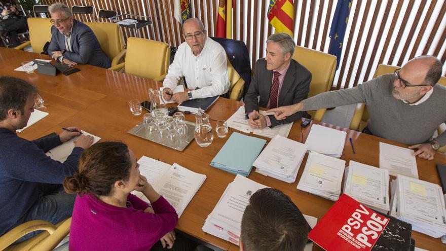 El PSOE de Alicante pedirá que el pliego de la limpieza de centros escolares se debata en un pleno extraordinario
