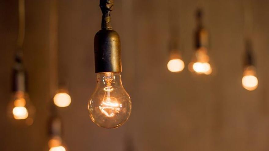La luz registrará este martes el segundo precio más alto del año y el noveno de su historia