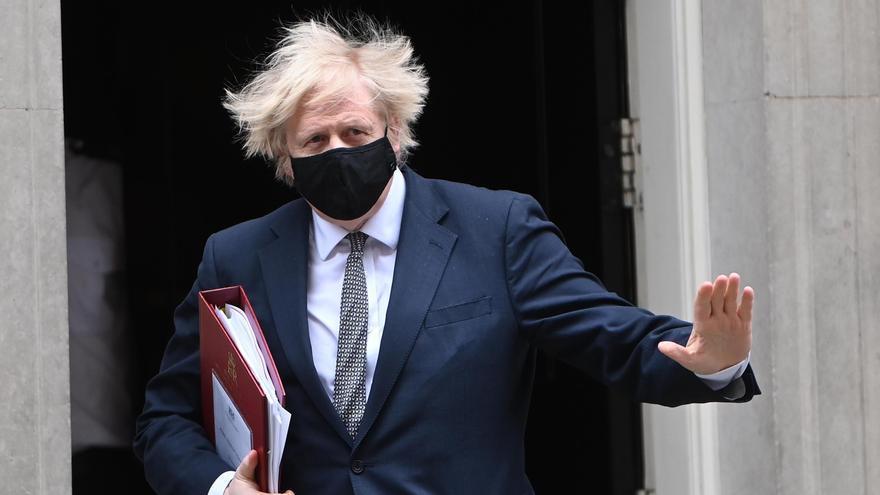 Reino Unido avanza en su desescalada y los comercios no esenciales reabrirán el 12 de abril