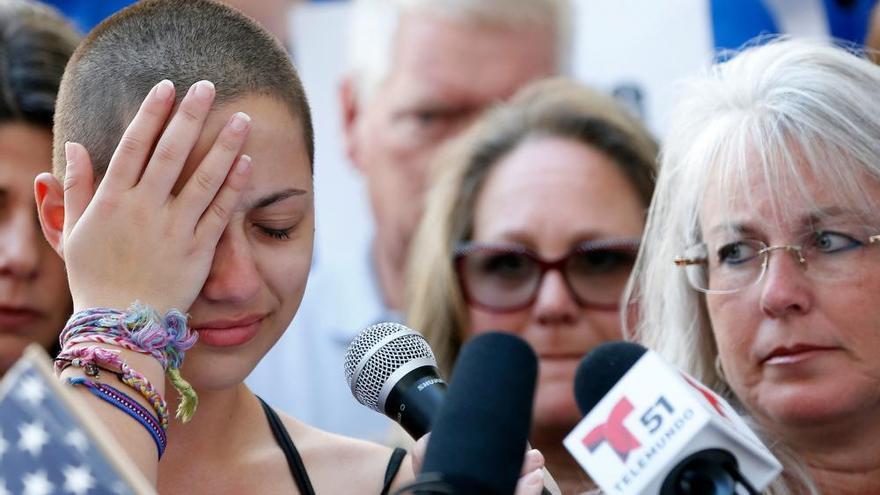 Emma, superviviente del tiroteo: '30 millones, ¿eso valen para usted las víctimas?'