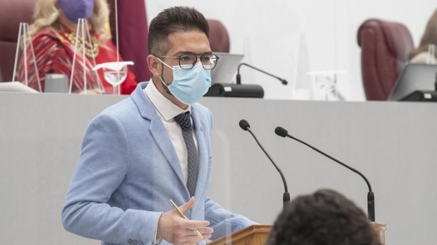 El PSOE exige a López Miras el cese de Campuzano por comentarios homófobos