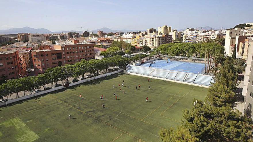 El Ayuntamiento renovará el césped artificial de seis campos de fútbol