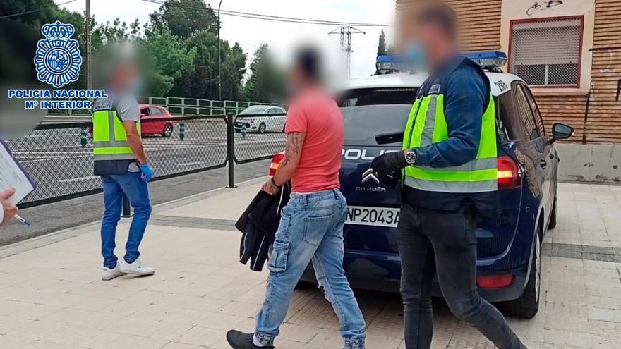 La Policía Nacional detiene a tres jóvenes por atracar a viandantes en la calle Delicias de Zaragoza