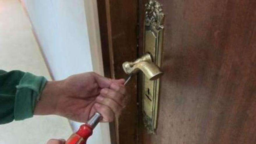 Condenada a pagar una multa de 360 euros por ocupar una vivienda en Lanzarote