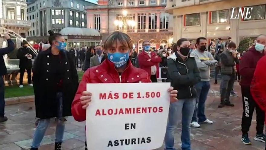 Cientos de profesionales de la hostelería asturiana salen a la calle para reclamar ayudas