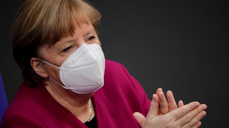 """Merkel alerta de una """"nueva pandemia más agresiva"""" por las mutaciones del virus"""
