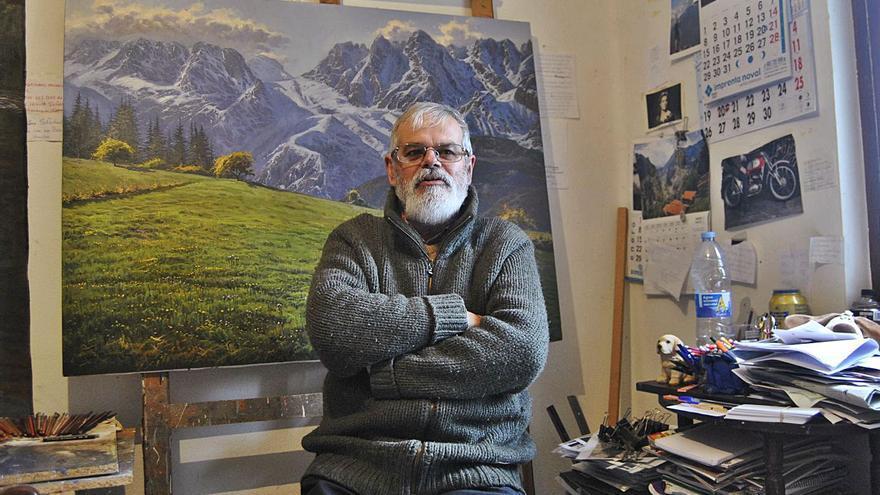 """El último pintor bohemio, en su """"castillo"""" de Siero"""