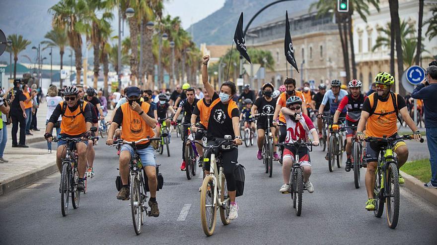 Los niños lideran el grito de SOS por el Mar Menor en la bicifestación