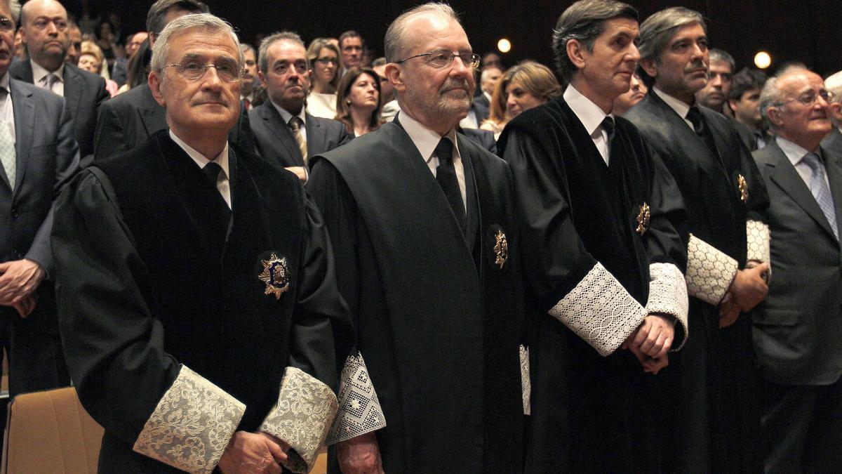 Santiago Martínez-Vares García, Juan Antonio Xiol Ríos, Pedro González Trevijano y Enrique López.