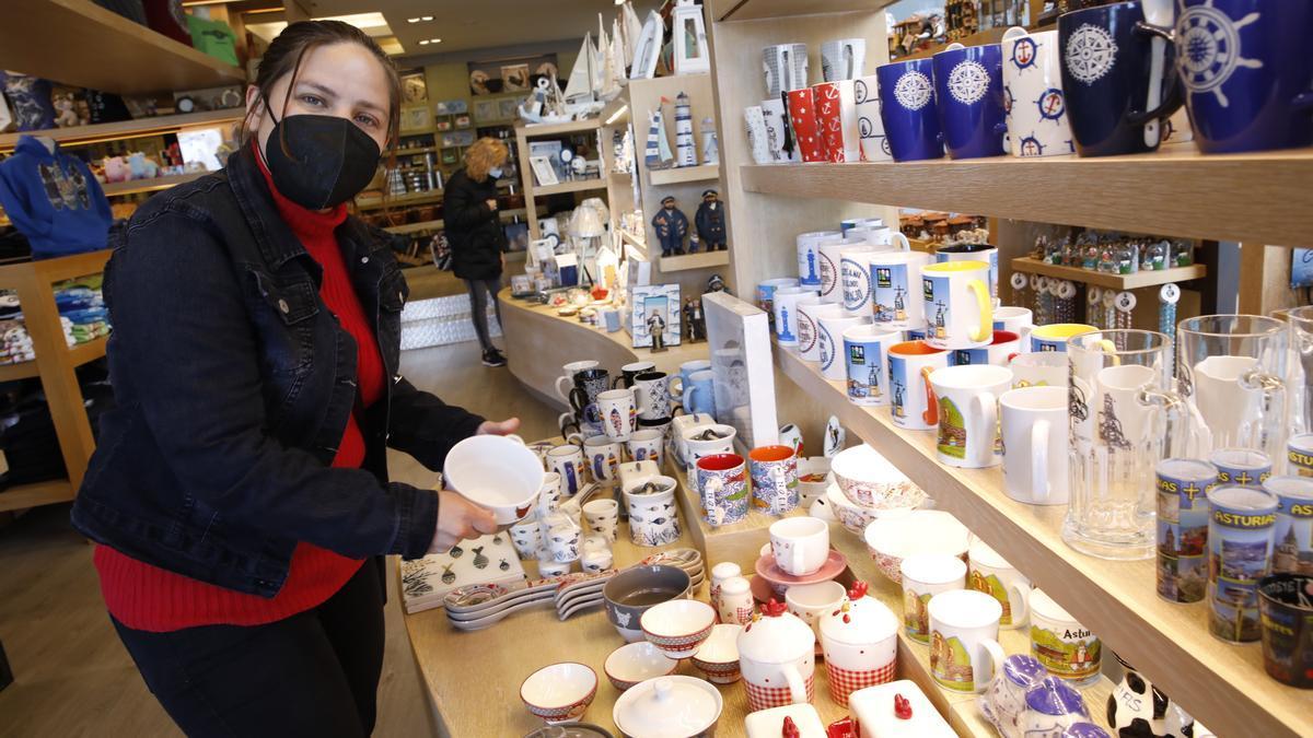 El impacto de la pandemia en las tiendas de souvenirs de Gijón