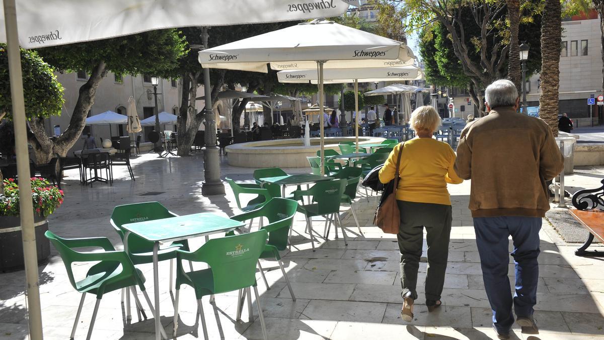 La Comunidad Valenciana ultima reabrir las terrazas en Alicante, Valencia y Castellón a partir del próximo lunes en horario reducido.