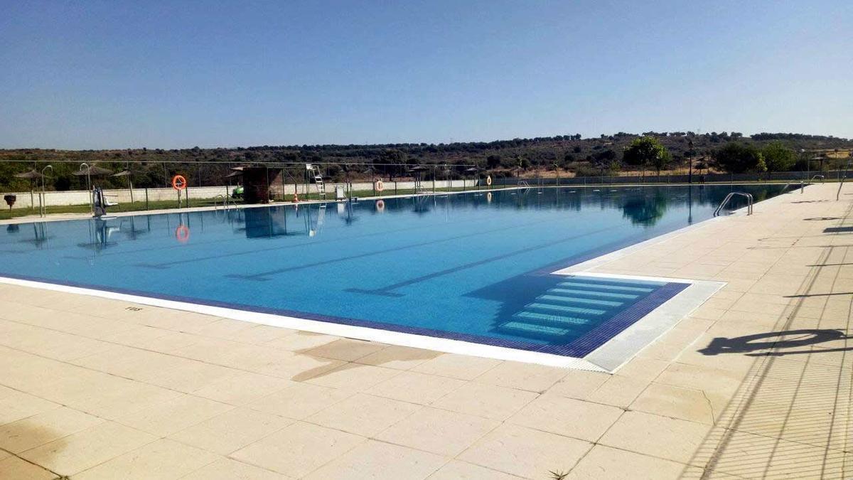 Imagen de archivo de la piscina de Montehermoso.