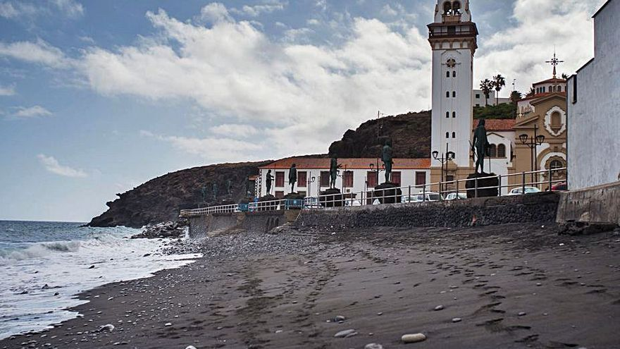 Reabiertas las playas de Los Guanches y La Viuda de Candelaria