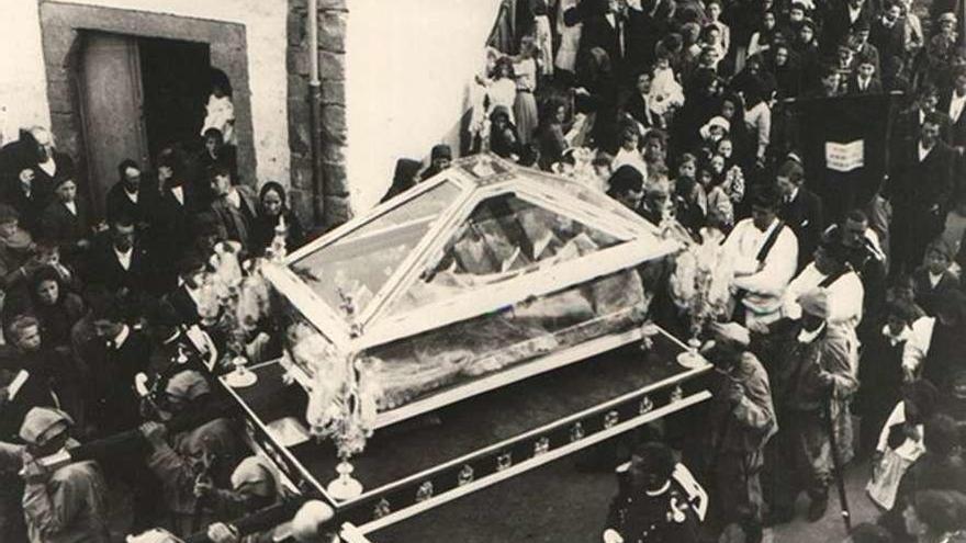 Restauran el santo sepulcro de la Semana Santa maliayesa, de 1902