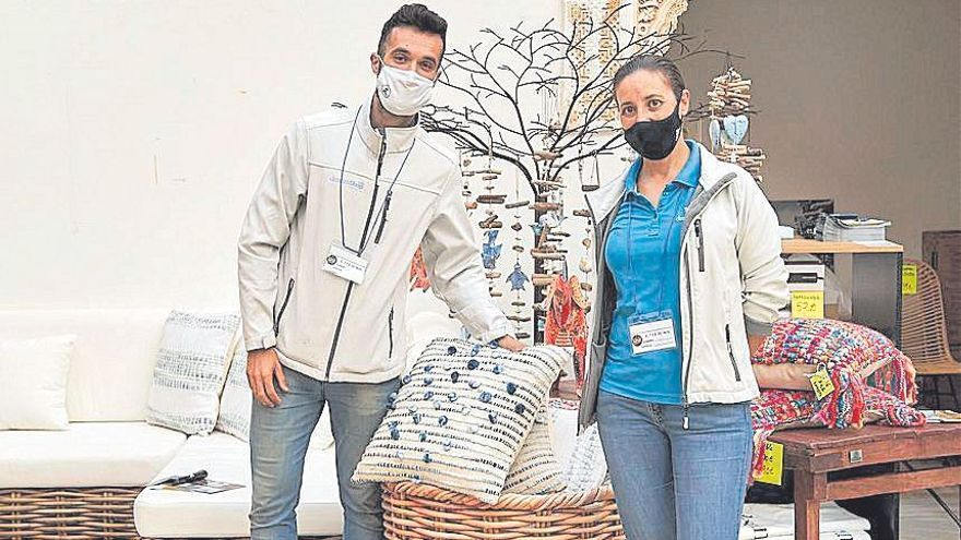 Adrián Álvarez y Caty Sans de Dicanshop.