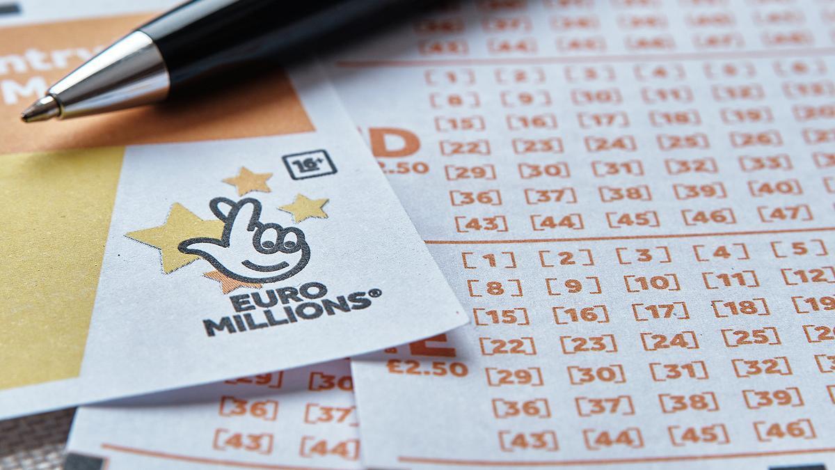 Los expertos recomiendan no compartir las imágenes de boletos de lotería.