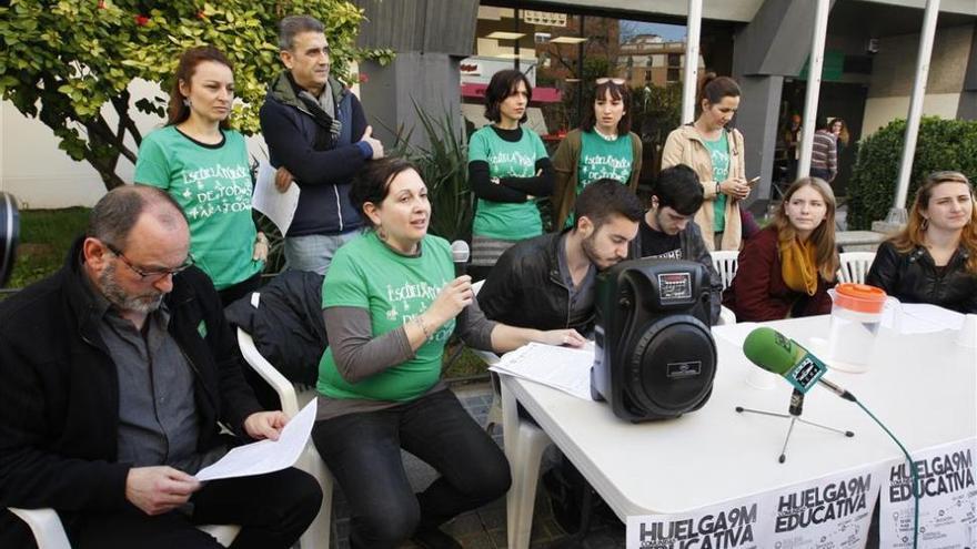 Profesores, padres y alumnos llaman a la huelga en la enseñanza contra la Lomce y los recortes
