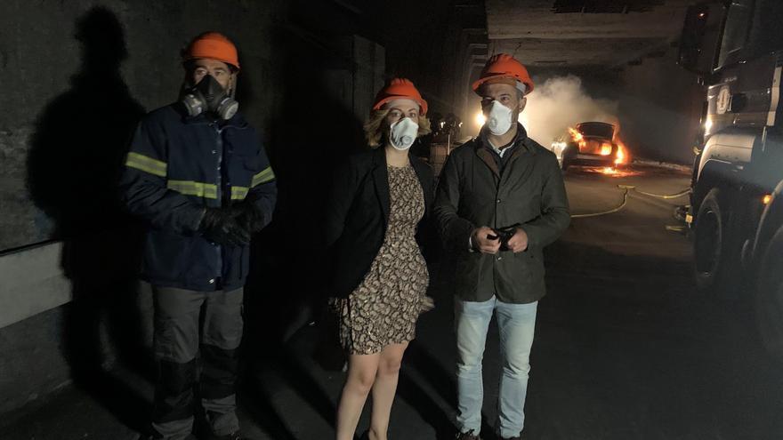 Bomberos italianos hacen prácticas en el túnel de ensayos con fuego de Anes
