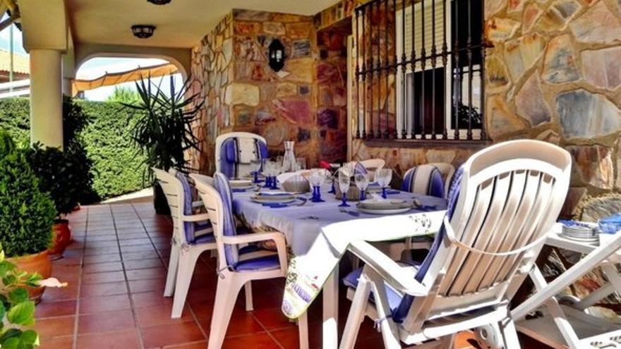 Disfruta de jardines y terrazas en tu propio hogar con cualquiera de estas casas en venta en Cáceres