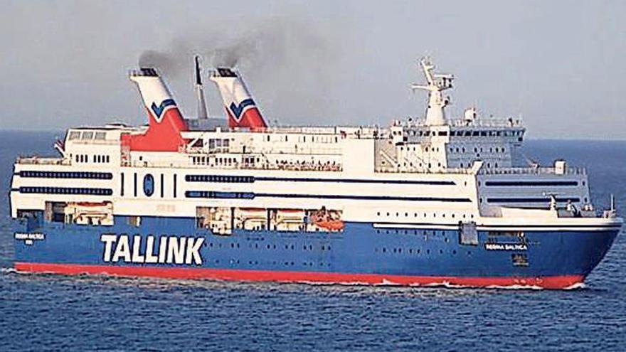 """El """"Regina Baltica"""" ya está atracado en Vigo"""