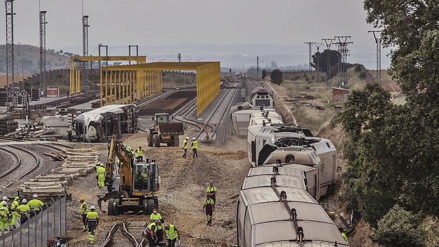 El conductor del accidente del Alvia murió al chocar el tren, tras una hora atrapado