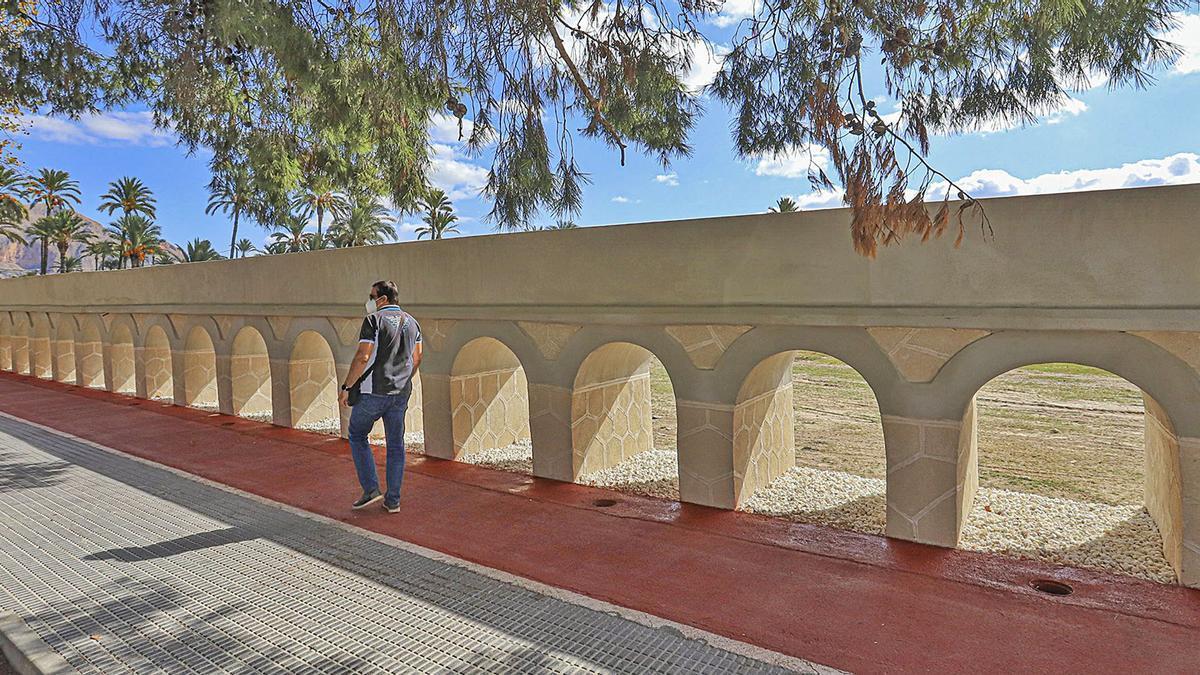 El Acueducto de la Escorrata tras su rehabilitación en la que, además de la consolidación de su estructura, se ha repintado el carril bici en sus 340 metros.