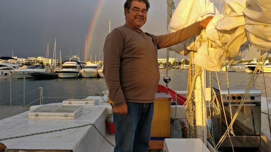 Remolquen el catamarà d'en Pepe Soto a Eivissa