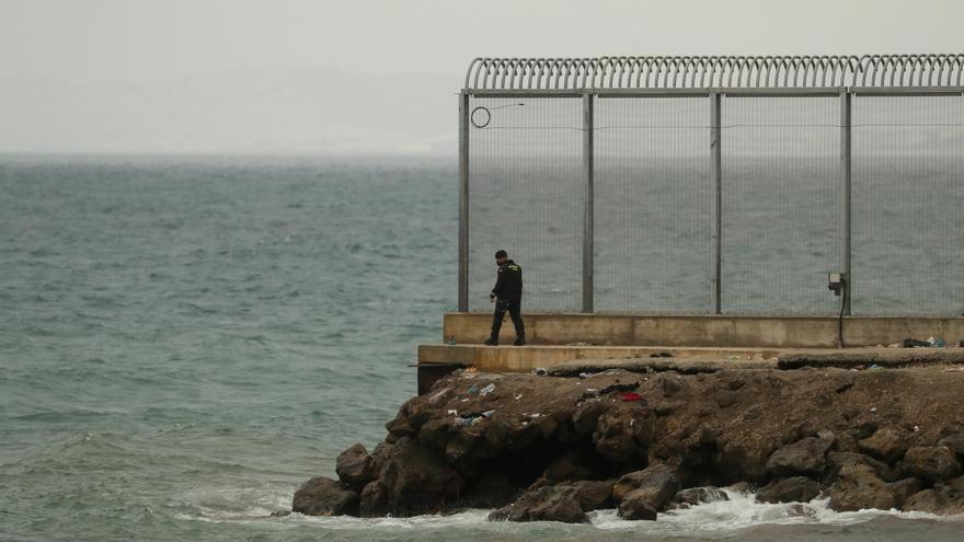 La frontera de Ceuta amanece inusualmente tranquila y sin entradas