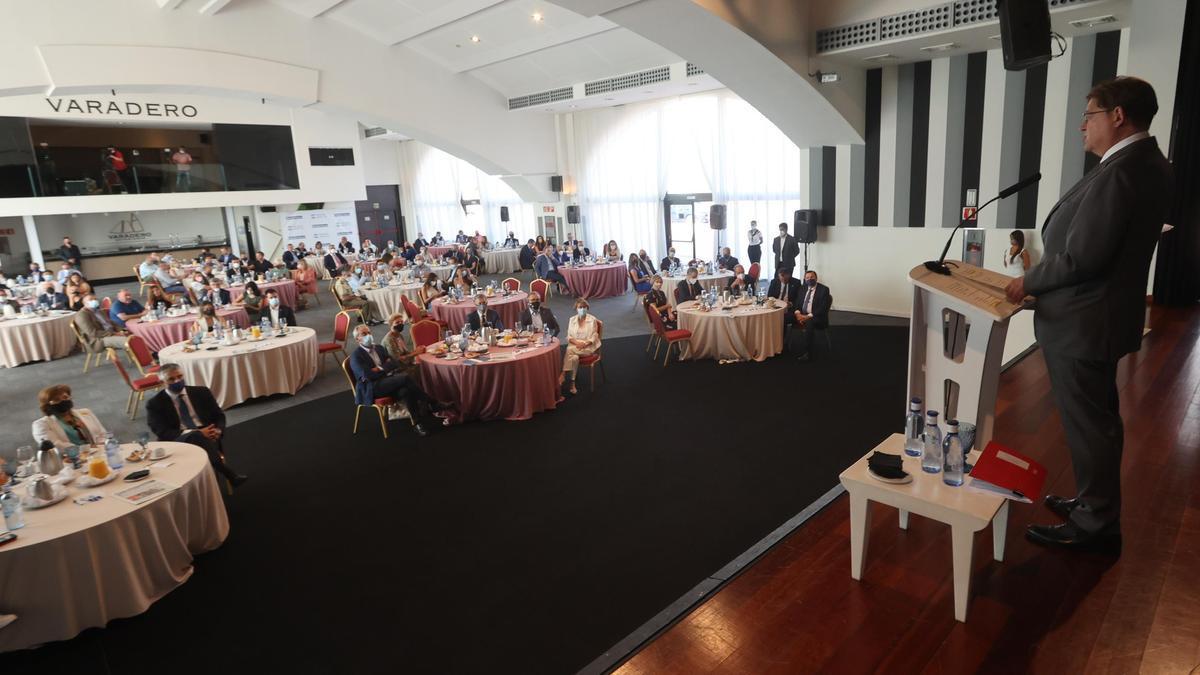Momento de la intervención del jefe del Consell ante los asistentes de la sala Varadero.