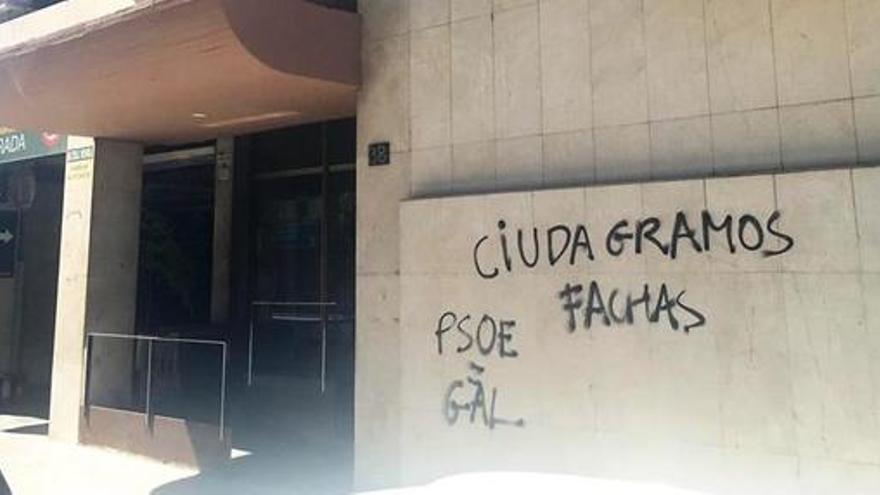 Ciudadanos denuncia la aparición de pintadas en su sede de Lleida