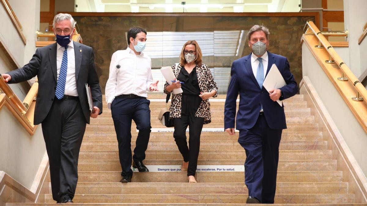 Los consejero Joaquín Olona, Mayte Pérez y José Luis Soro, momentos antes de la rueda de prensa posterior al Consejo de Gobierno, este miércoles, en el Pignatelli.