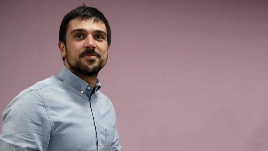 """Ramón Espinar considera que """"Podemos está roto"""" pero no es tiempo de relevar a Iglesias"""
