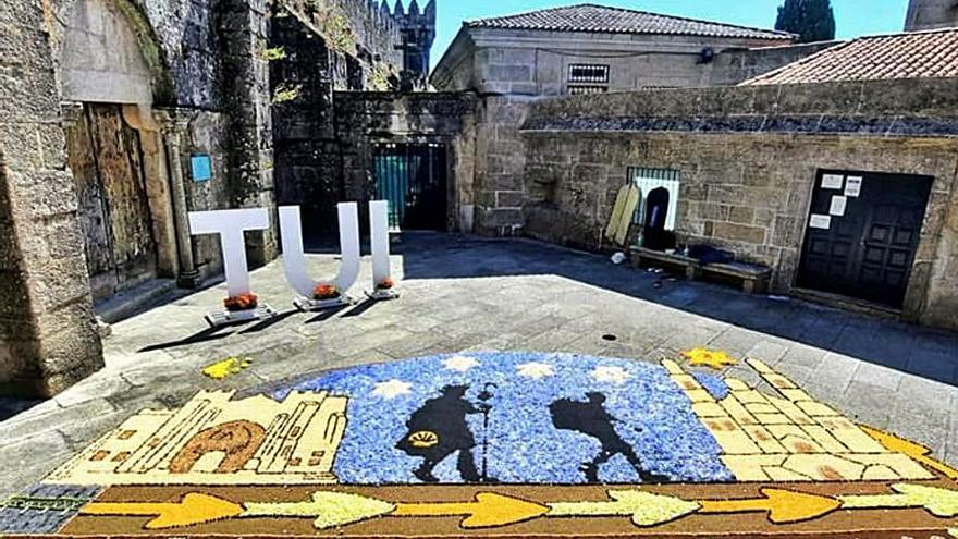 Un tapiz floral rinde homenaje al Camino Portugués en Tui