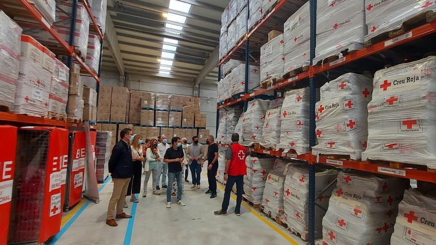 El govern d'Igualada visita la centre de logística humanitària de Creu Roja a Tous