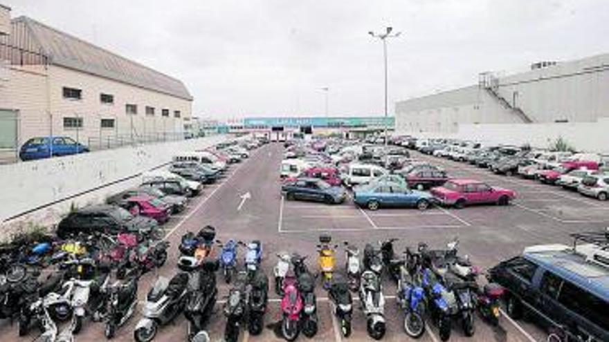 La plantilla de grúa de Torrevieja denuncia que le deben dos nóminas de 2020