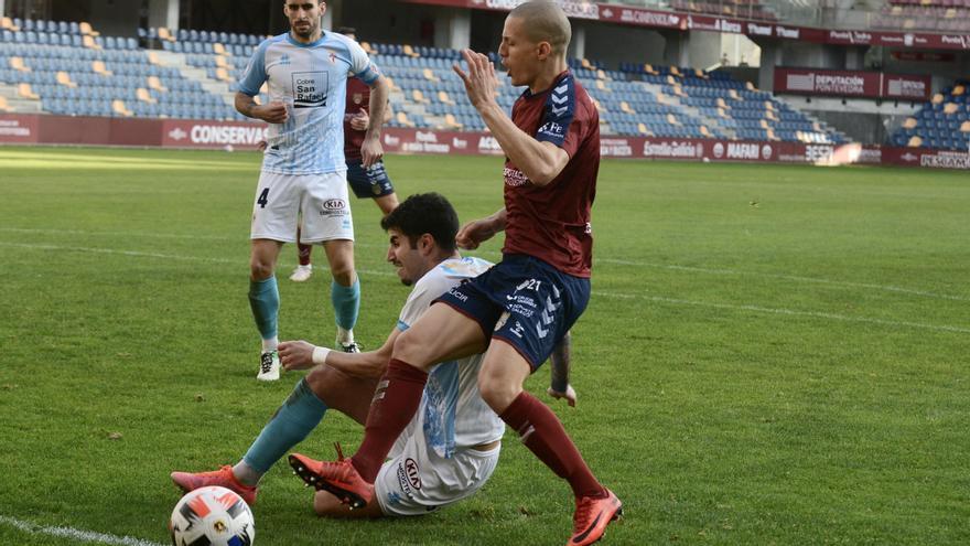 (0-1)El Pontevedra, sentenciado ante el Compostela por falta de acierto